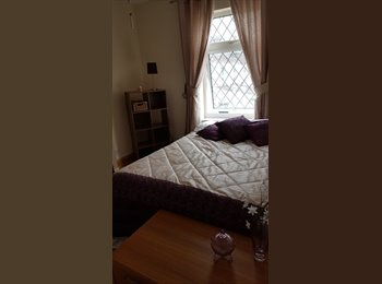 EasyRoommate UK - Lovely double room for rent in victorian terrace, Clay Hill - £450 pcm