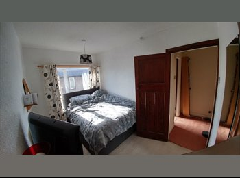 EasyRoommate UK - Lovely double room to rent in semi detached house in quiet area, Burnley - £300 pcm