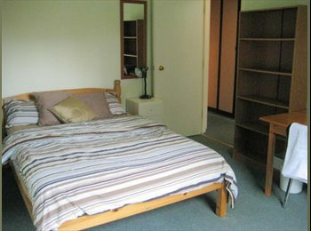 EasyRoommate UK - Large double  room in 6 bed/3 bath house close to Town, Reading - £549 pcm