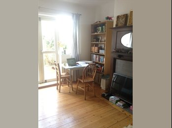 EasyRoommate UK - sunny double room available in family home in Chorlton , Chorlton-cum-Hardy - £300 pcm