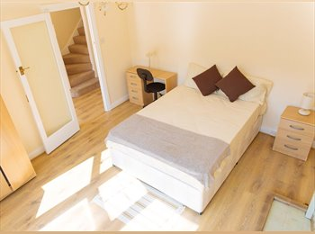 EasyRoommate UK - 3 Rooms to LET in Stunning Property in Tooting - RENT FREE IN ARPIL!!!, Tooting - £500 pcm