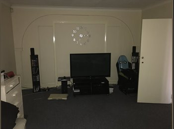 EasyRoommate UK - Nice double room in spacecious house!, Norbury - £560 pcm