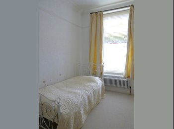 EasyRoommate UK - Gorgeous room in spacious apartment, Sneyd Park - £550 pcm