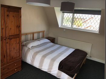 EasyRoommate UK - Newly refurbished Double room , Macclesfield - £425 pcm