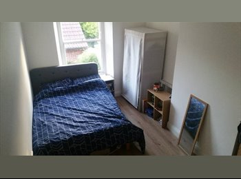 EasyRoommate UK - Large room, with bathroom, in central cotham, Kingsdown - £550 pcm