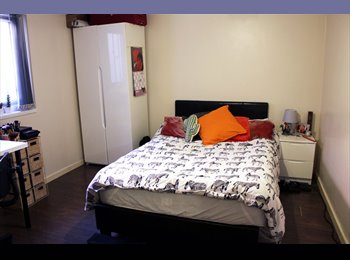 EasyRoommate UK - Hulme Student £100pw En Suite Double Bedroom, Summer , Moss Side - £433 pcm