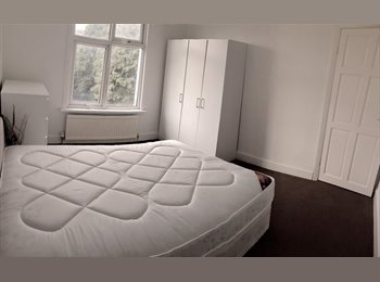 EasyRoommate UK - Large Double room newly furnished close to barking station, Loxford - £500 pcm