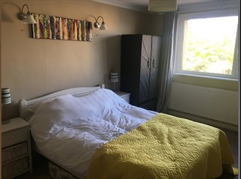 EasyRoommate UK - Large Double bedroom with ensuite , Fishponds - £375 pcm
