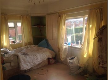 EasyRoommate UK - Huge Light Lovely Room To Rent In Horfeild (just off Filton Ave), Horfield - £390 pcm