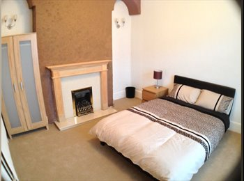 EasyRoommate UK - SPACIOUS Room Close to High Street, Landport - £410 pcm