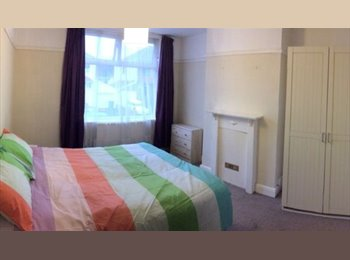 EasyRoommate UK - Large Double Room in Central location, Horfield - £475 pcm