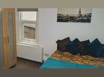 EasyRoommate UK - Fantastic Double Room in Old Town, Swindon - £400 pcm